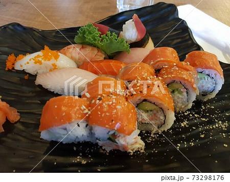 海外で食べたサーモンロール 寿司 73298176