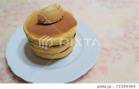 手作りパンケーキ・ピーナッツバター 73309364