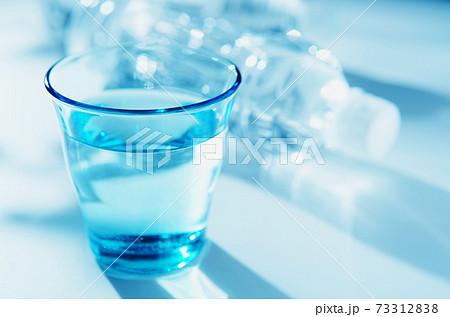 水・ミネラルウォーター 73312838