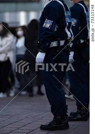 マスク 警察 渋谷 コロナ 午後 交差点 緊急事態宣言 都心 化物 若者 スクランブル交差点 73315148