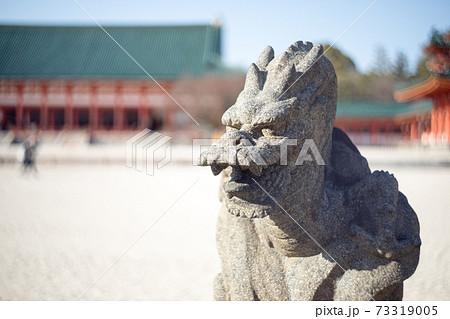 平安神宮境内、東側手水舎に守り神の蒼龍石像 73319005