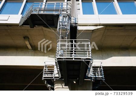 高速道路のジョイント部分と点検用はしご 73329539