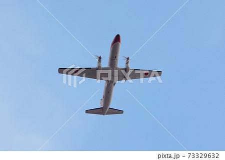 頭上を飛ぶ航空自衛隊YS-11FCフライトチェッカー 73329632