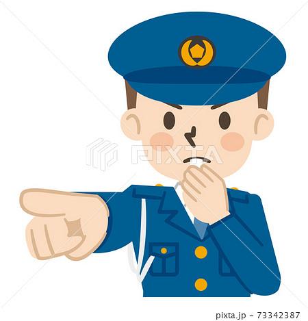 警笛を鳴らす男性警察官 73342387