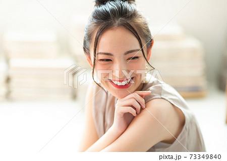 綺麗な女性 73349840