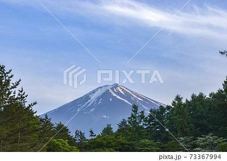青空に映える富士山 73367994