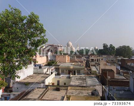 アーグラの屋上から見たタージマハル 73393674