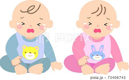 お座りして泣く赤ちゃん 73406743