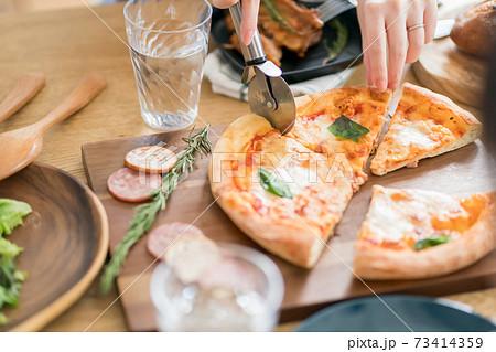 ピザパーティー 73414359