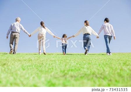 三世代家族イメージ 73431535