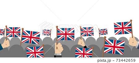 手持ち国旗 集団・群衆イラスト ( 愛国心・イベント・お祝い ・デモ) / イギリス・英国 73442659
