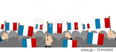 手持ち国旗 集団・群衆イラスト ( 愛国心・イベント・お祝い ・デモ) / フランス 73442660
