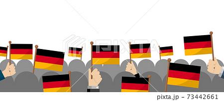 手持ち国旗 集団・群衆イラスト ( 愛国心・イベント・お祝い ・デモ) / ドイツ 73442661