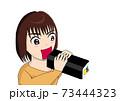 大きな口を開けて恵方巻きを食べとうとする女の子 73444323