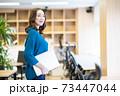 女性社員 ビジネスウーマン  73447044