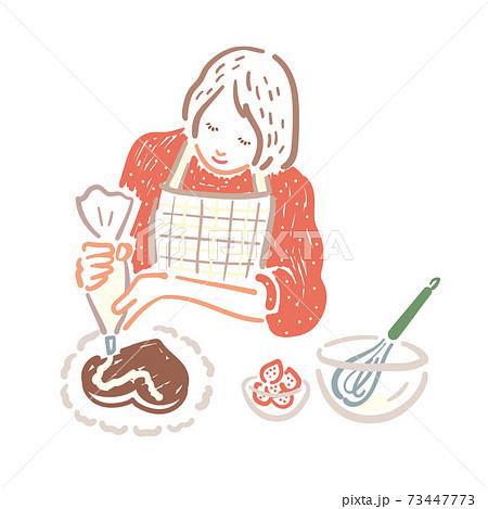 手作りチョコケーキにクリームを絞る女性 73447773