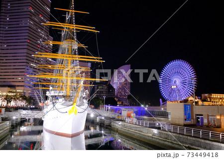 日本丸と観覧車がコラボしたみなとみらいの夜景 73449418