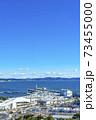 【神奈川県】自然豊かな江ノ島の街並みとヨットハーバー 73455000