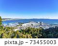 【神奈川県】自然豊かな江ノ島の街並みとヨットハーバー 73455003