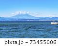【神奈川県】江ノ島から見た雲のかかる富士山 73455006