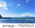 【神奈川県】江ノ島から見た雲のかかる富士山 73455015