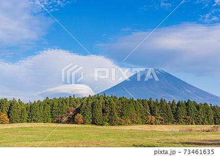(静岡県)道の駅朝霧高原・展望台から望む、富士山 73461635
