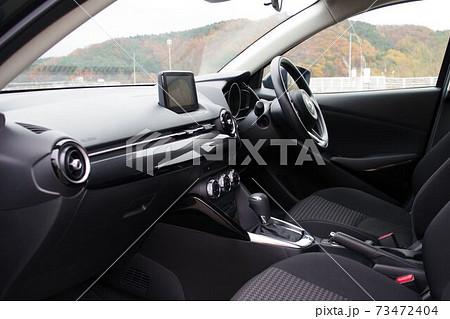 自動車イメージ コンパクトカーの前席 73472404