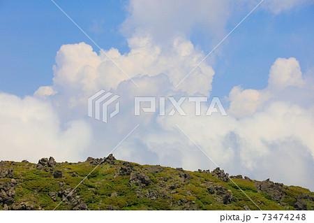 沸き立つ雲と岩稜帯_大雪山 73474248
