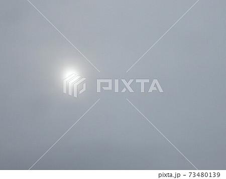 新春 雪雲の中の太陽② 73480139
