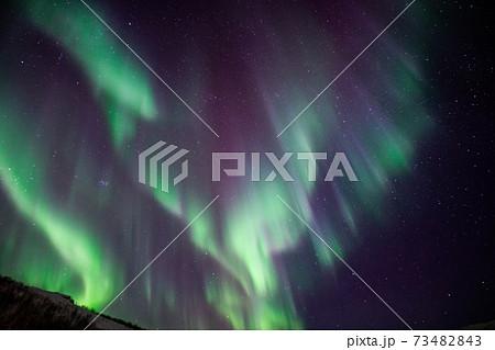 トロムソのオーロラ、ノルウェーのオーロラ、神秘的な景色、オーロラが降り注ぐ夜、ダンス、旅 73482843
