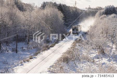 北海道美瑛町 冬の富良野線 12月 73485413