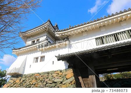 【和歌山県】晴天下の和歌山城の二之御門櫓 73486073