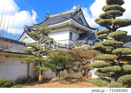【和歌山県】晴天下の和歌山城の乾櫓 73486080