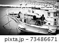 冬の漁師 73486671