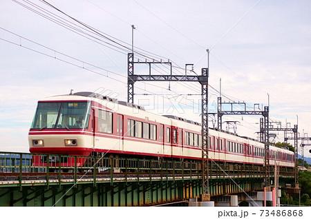 矢部川橋梁を行く 西鉄特急8000形 73486868