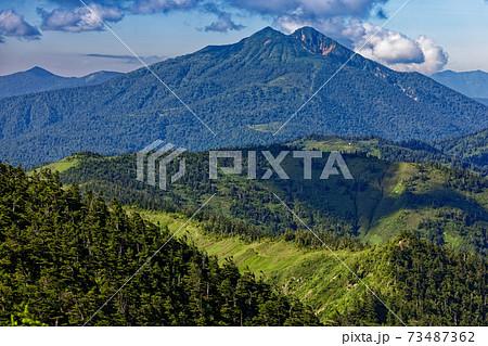 夏の会津駒ヶ岳から見る燧ヶ岳 73487362