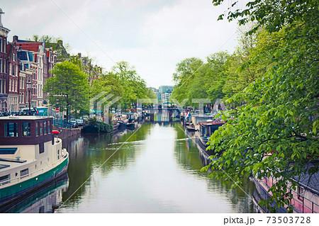 オランダの世界遺産 アムステルダムのシンゲル運河の内側にある17世紀の環状運河地域 73503728