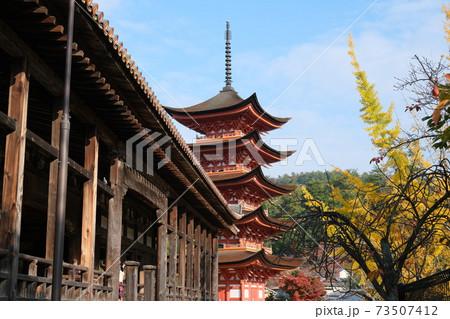 宮島の豊国神社にある千畳閣と五重塔 73507412
