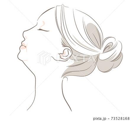 【髪あり・上向き】あごのラインがぽっちゃりな横顔の女性 73528168