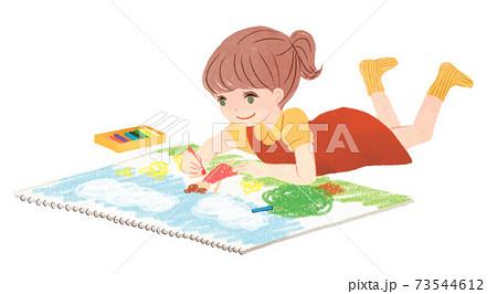 お絵描きしている女の子 73544612