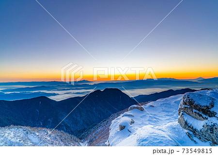 初冬の燕岳から見る日の出 【長野県】 73549815