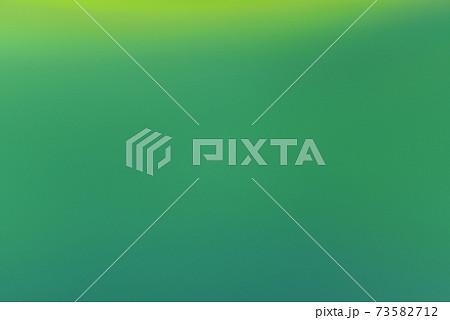 緑系のグラデーション背景素材 抽象背景 73582712