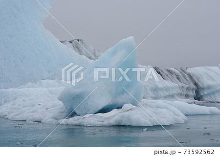 尖った氷山 73592562