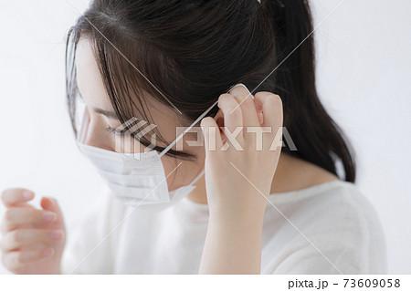 マスクで耳が痛い 73609058