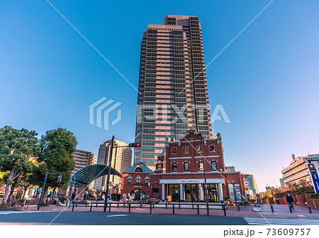 日本の東京都市景観 恵比寿ガーデンプレイスタワーなどを望む 73609757