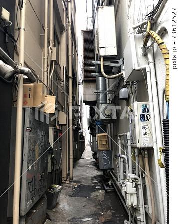 歌舞伎町の路地裏の風景 (東京都新宿区歌舞伎町) 73612527