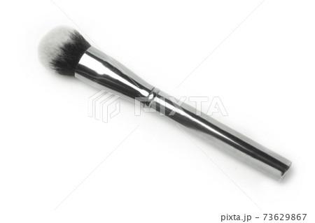 化粧品のクローズアップ ファンデーションブラシ 73629867
