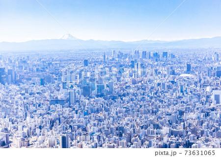 スカイツリーから見た富士山と新宿方面の街並み 73631065