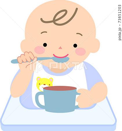 離乳食を食べる男の赤ちゃん 73651203