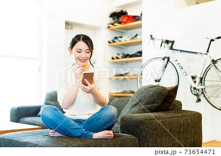 女性 ライフスタイル カジュアル 73654471